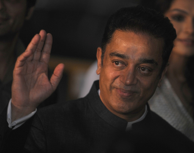 Indian actor Kamal Haasan waves at fans as he arrives at the green carpet to attend the premier of the new movie 'Shanghai' during the International Indian Film Academy (IIFA) awards event, in Singapore.