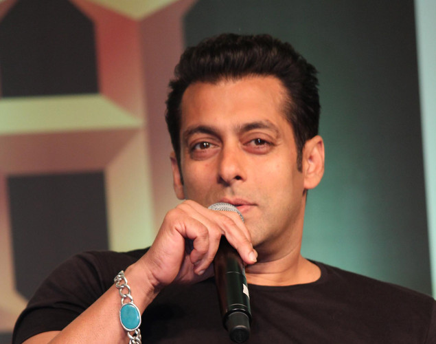 "At Mukesh Ambani's bash in Sachin Tendulkar's honor, Salman took a dig at SRK saying: ""Sachin ka record todna mushkil hi nahi namumkin hai. Aur yeh Don nahi main bol raha hu."" King Khan reacted saying: ""I get numb by the kind of stories I keep hearing about myself. I try not to take them seriously or comment about them."""