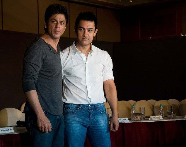 "When asked about SRK, he ignored the question. Aamir Khan had also reacted to SRK's recent detention saying: ""I have never faced such problem."""