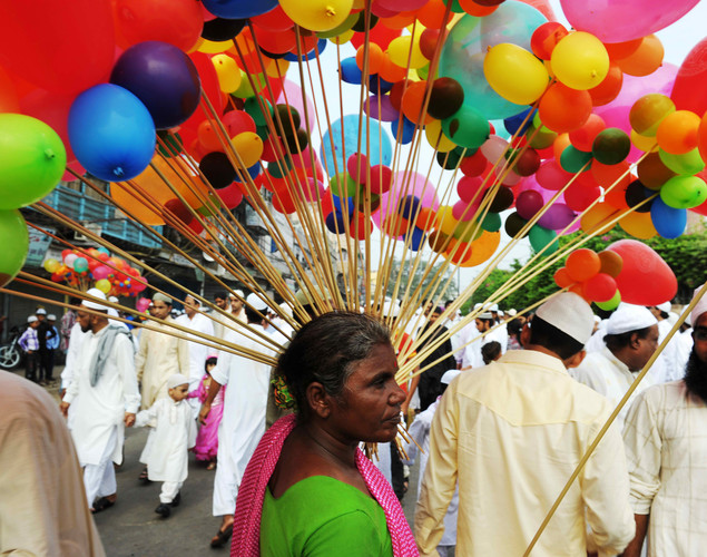 An Indian street vendor sells balloons to Muslim faithful after Eid al-Fitr prayers near the Jama Masjid Mosque in the old quarters of New Delhi.