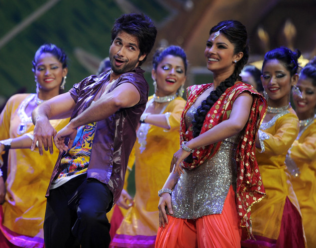 Bollywood stars Shahid Kapoor (2nd L) and Priyanka Chopra (3rd R) perform on stage during the International Indian Film Academy (IIFA) awards ceremony in Singapore.