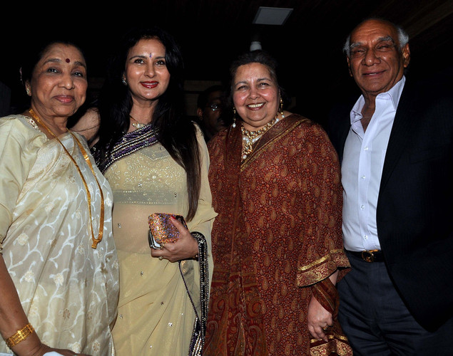 Poonam Dhillon (2L) poses with Bollywood producer and director Yash Chopra (R), his wife Pamela Chopra (2R)and playback singer Asha Bhosle during her birthday celebration in Mumbai on April 18, 2012.