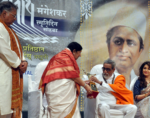 Indian Bollywood senior Marathi and Hindi actor Vikram Gokhale, (L), legendary playback singer Lata Mangeshkar, (2L), politician Shiv Sena chief Bal Thackeray (2R) and film actress Madhuri Dixit Nene attend the 'Deenanath Mangeshkar Puraskar Awards 2012' ceremony in Mumbai.