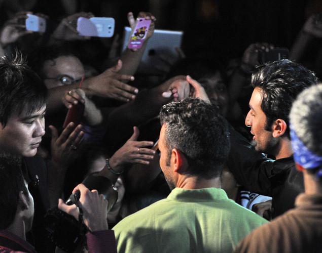 Bollywood actor Ranbir Kapoor (R) greeted his fans during the International Indian Film Academy (IIFA) awards in Singapore.