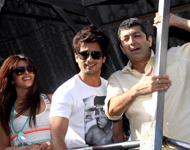 Bollywood actress Priyanka Chopra (L), actor Shahid Kapoor (C), and director Kunal Kohli (R) pose for a promotional event for the forthcoming Hindi film 'Teri Meri Kahaani' in Mumbai.