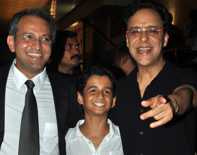Bollywood child actor Ritvik Sahore (C), director Rajesh Mapuskar (L) and producer Vidhu Vinod Chopra pose during the premiere of Hindi film 'Ferrari Ki Sawaari' in Mumbai.