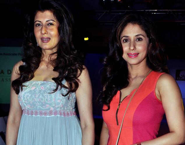 Urmila Matondkar (R) and Sangeeta Bijlani pose as they attend a Cotton Council International Celebrates Cottonscape fashion show in Mumbai.