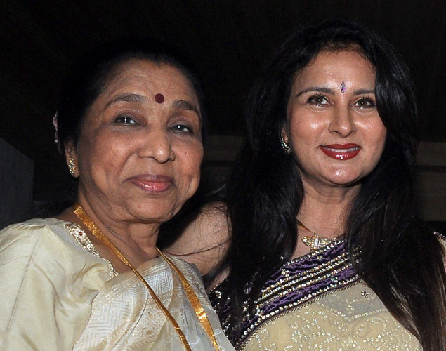 Poonam Dhillon (R) poses with playback singer Asha Bhosle during her birthday celebration in Mumbai on April 18, 2012.