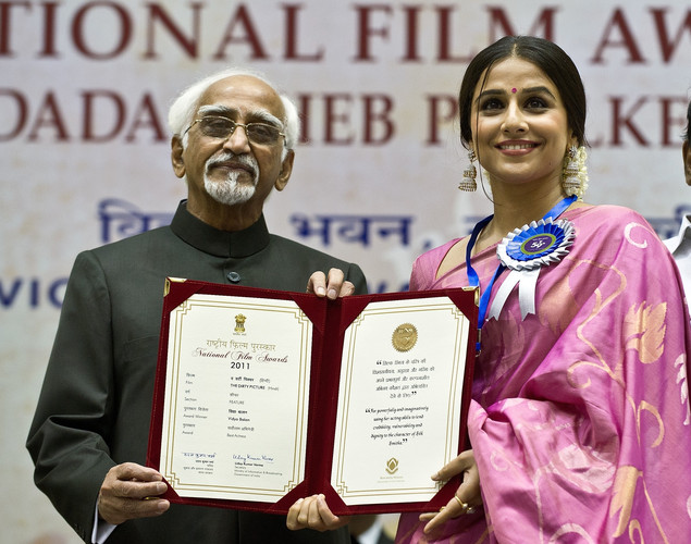 Indian Vice President Hamid Ansari (L) presents the best actress award to Vidya Balan (R) during the 59th National Film Award in New Delhi.