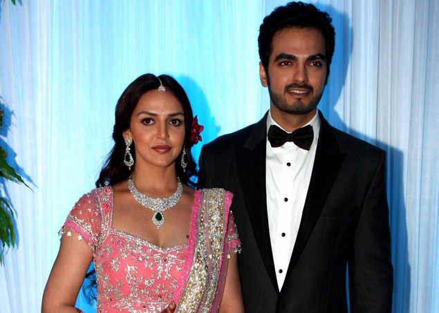 Esha Deol (L) poses with husband Bharat Takhtani at their wedding reception ceremony in Mumbai