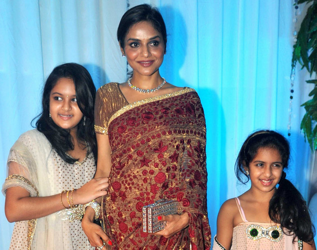 Bollywood film actress Madhoo Shah (C) and her daughters Ameyaa (L) and Keia pose during the wedding reception of film actress Esha Deol and husband Bharat Takhtani in Mumbai.