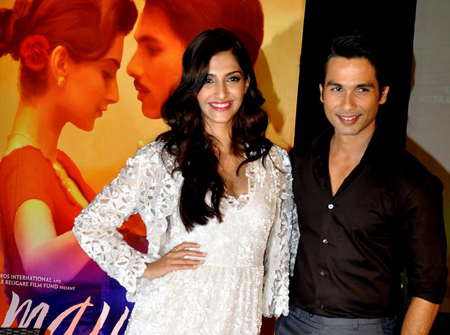 "Bollywood actor Shahid Kapoor (R) and actress Sonam Kapoor pose during a launch party for the forthcoming Hindi film ""Mausam"" in Mumbai late September 8, 2011."