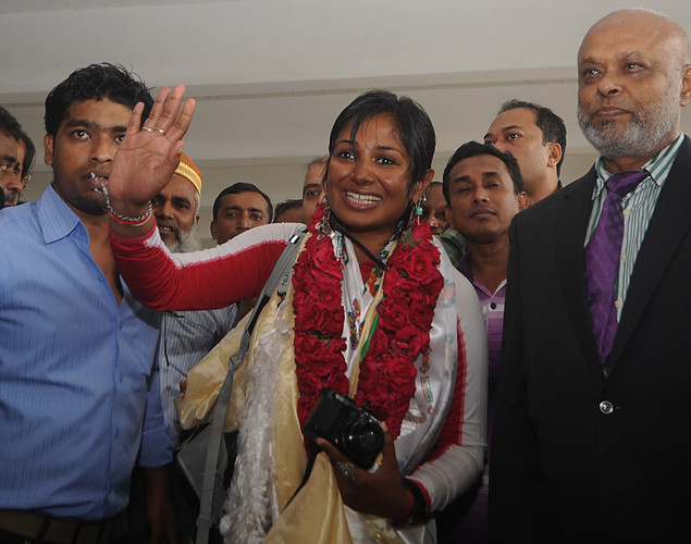 Bangladeshi mountaineer Wasfia Nazreen (C) was after arriving at the Hazrat Shahjalal International Airport in Dhaka.