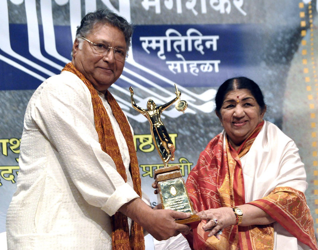 Senior Marathi and Hindi actor Vikram Gokhale (L) and legendary playback singer Lata Mangeshkar attend the 'Deenanath Mangeshkar Puraskar Awards 2012' ceremony in Mumbai.