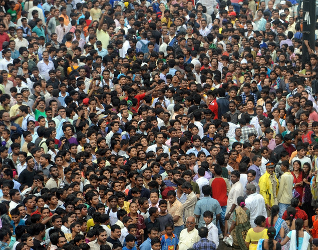 Huge crowds gather during the funeral procession of Indian Bollywood actor Rajesh Khanna in Mumbai.