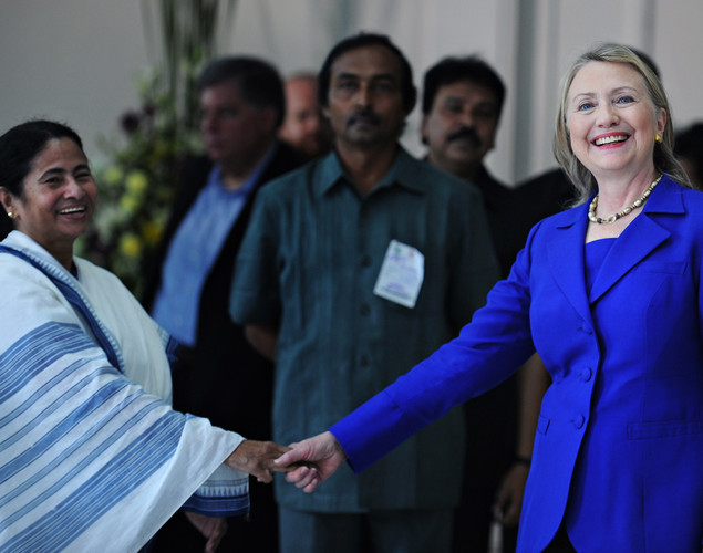 US Secretary of State Hillary Clinton (R) shakes hands with India's West Bengal state Chief Minister Mamata Banerjee at the Writers' Building, which houses the state secretariat, in Kolkata.