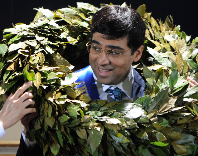India's defending World chess champion Viswanathan Anand is garlanded in the award ceremony of the FIDE World chess championship match in State Tretyakovsky Gallery in Moscow.