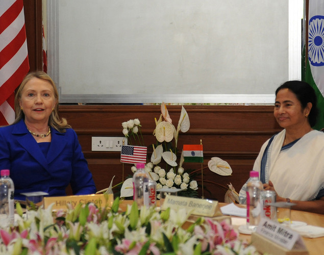 Chief minister of the eastern state of West Bengal, Mamata Banerjee (R) talks with US Secretary of State, Hillary Clinton at the Writers Building (the state secretariat) in Kolkata.