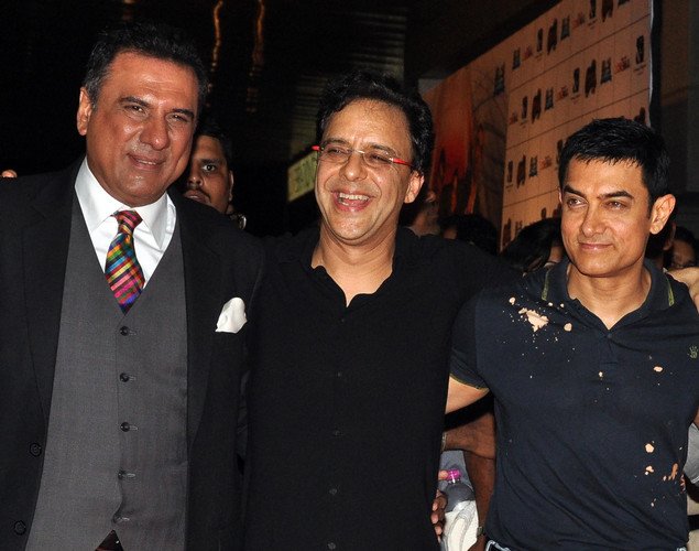 Bollywood film actors Boman Irani, (L) and Aamir Khan (R) pose with producer Vidhu Vinod Chopra during the premiere of Hindi film 'Ferrari Ki Sawaari' in Mumbai.