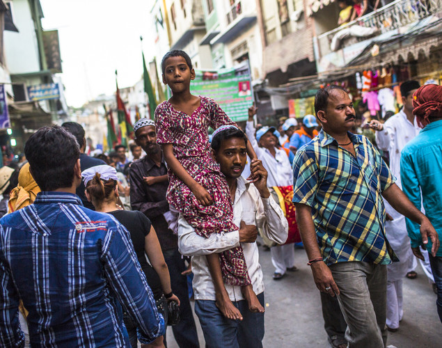 A man carries a girl on his shoulder as Sufi Muslim pilgrims march towards the 'durgah' or shrine, where Muhammad Moin-ud-din Chisti is buried, during the annual 'Urs' procession.