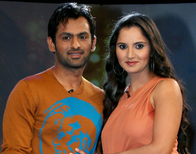 "Indian tennis player Sania Mirza (R) poses with husband Pakistani cricketer Shoaib Malik on the set of NDTV's television show ""Issi Ka Naam Zindagi"" in Mumbai."