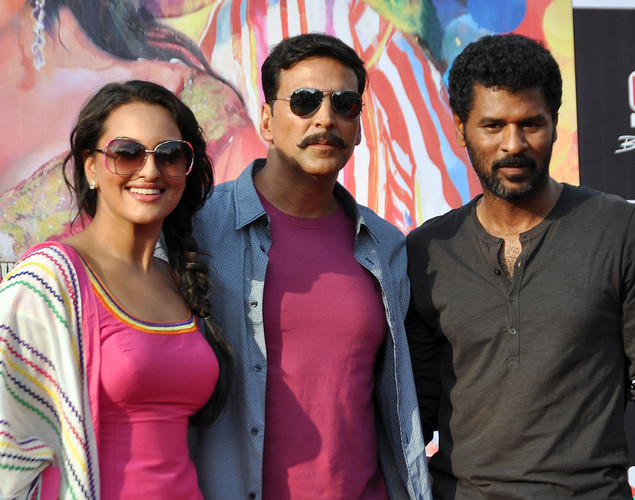 "Akshay Kumar (C) and Sonakshi Sinha (L) pose for a photo with director Prabhu Deva during a promotion for the upcoming Hindi film ""Rowdy Rathore"" in Mumbai."