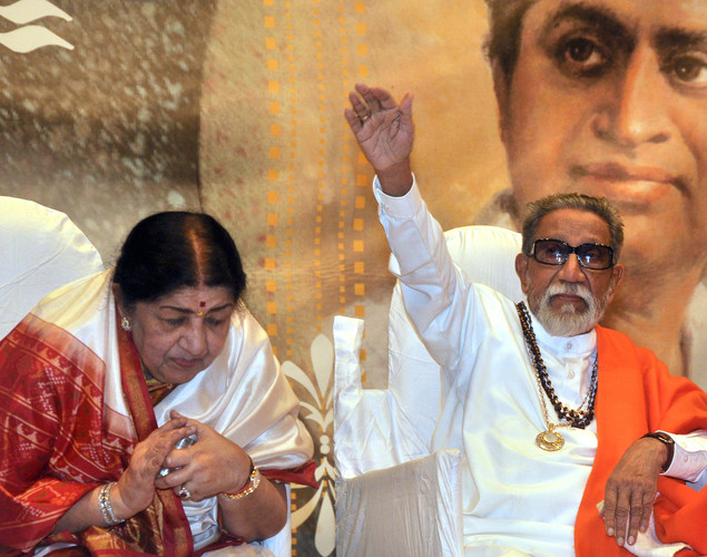 Indian Bollywood legendary playback singer Lata Mangeshka (L) and prolitician Shiv Sena chief Bal Thackeray attend the 'Deenanath Mangeshkar Puraskar Awards 2012' ceremony in Mumbai.