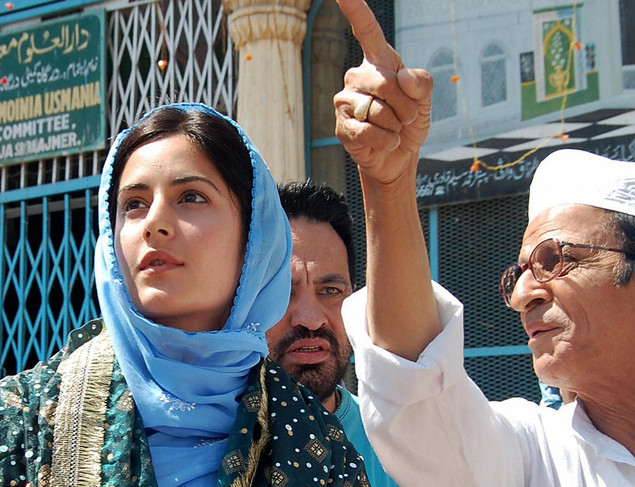Katrina Kaif is shown around by attendants at the shrine of the Sufi Saint Hazrat Khwaja Muinuddin Chisty in Ajmer on March 18, 2008.