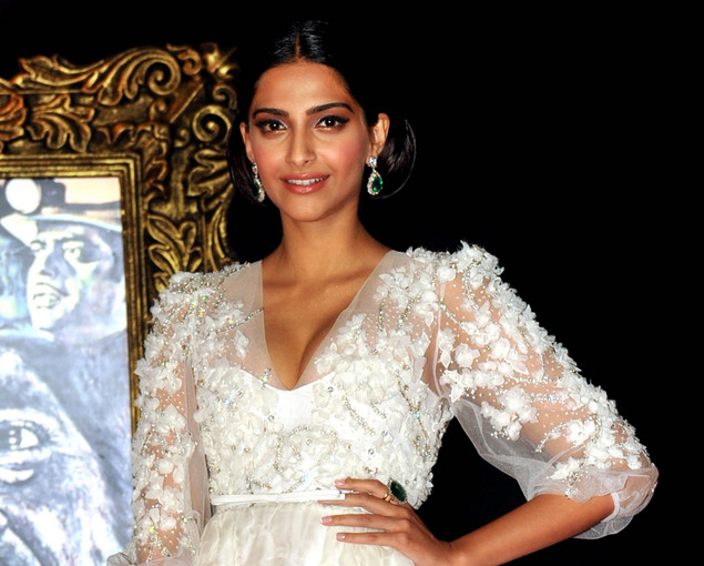 Indian Bollywood film actress Sonam Kapoor poses on the red carpet at the premiere of the Hindi film 'Jab Tak Hai Jaan' in Mumbai.