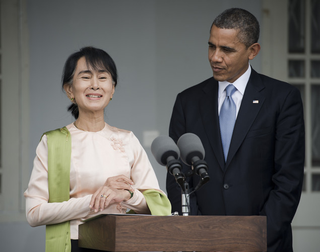 US President Barack Obama (R) and Myanmar pro-democracy leader Aung San Suu Kyi (L) hold a brief joint press conference at her residence in Yangon.