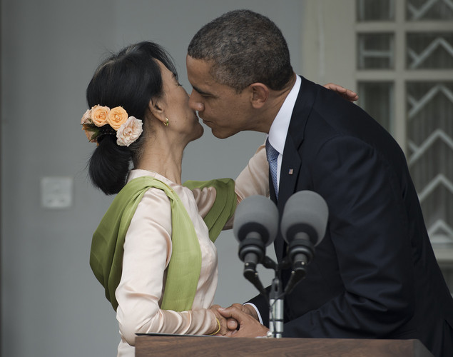 US President Barack Obama (R) kisses Myanmar pro-democracy leader Aung San Suu Kyi (L) during a brief joint press conference at her residence in Yangon.