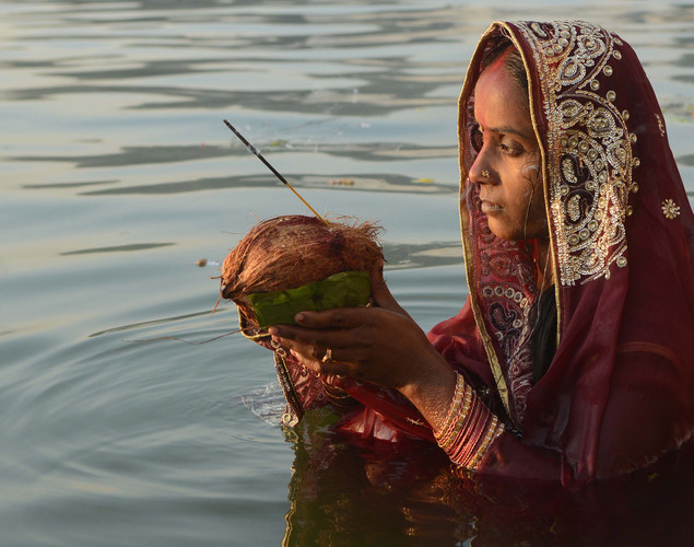 People pay obeisance to both the rising and the setting sun in the Chhath festival when people express their thanks and seek the blessings of the forces of nature, mainly the Sun and River.