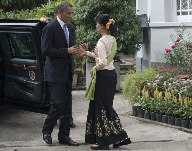 US President Barack Obama (L) is greeted by Myanmar pro-democracy leader Aung San Suu Kyi (R) at her residence in Yangon.