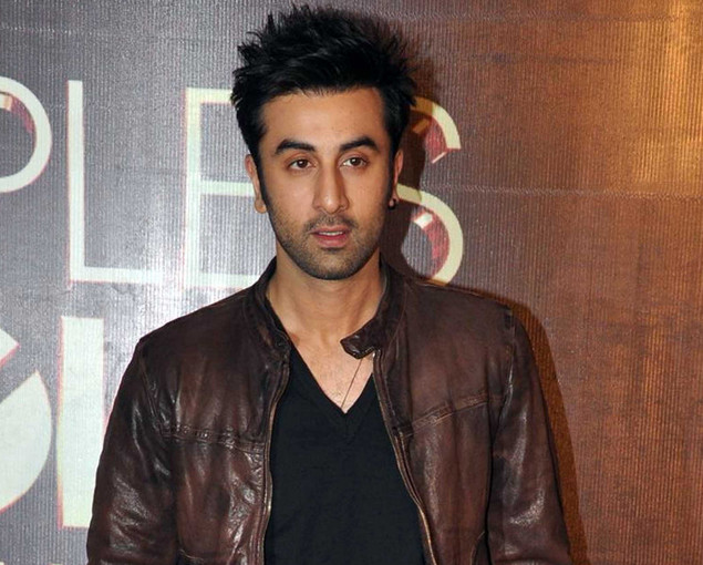 Ranbir Kapoor poses as he attends the ?People?s Choice Awards? ceremony in Mumbai late October 27, 2012.