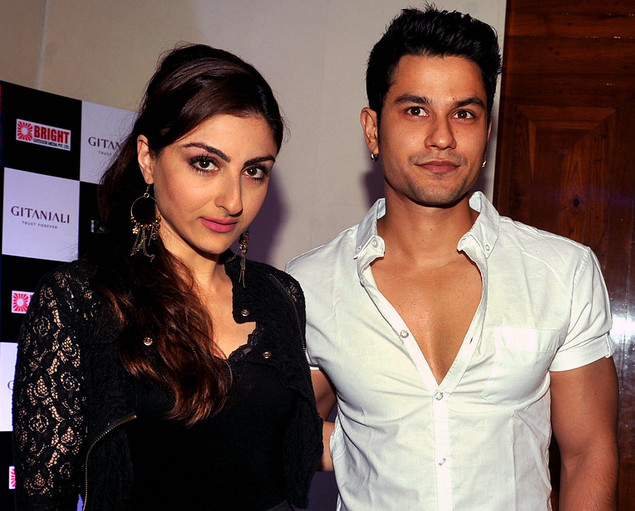 Soha Ali Khan (L) and Kunal Khemu pose during the launch of singer Sophie Choudry's new video 'Hungama Ho Gaya', a remix of the yesteryear song, in Mumbai on October 30, 2012.