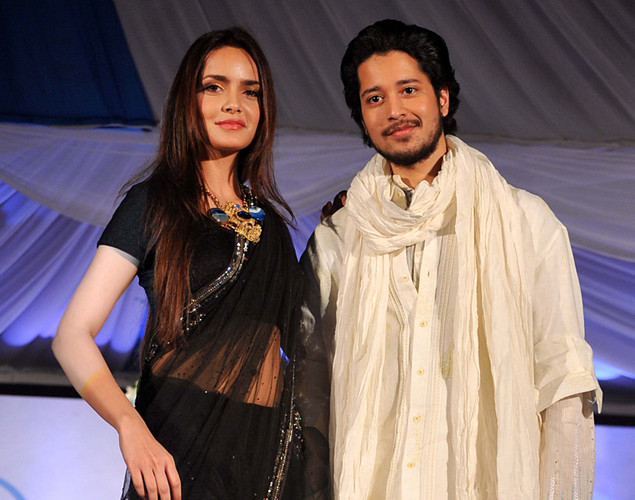 Indian Bollywood actress Shazahn Padamsee (L) and actor Rajat Barmeja display creations by designers Neeta Lulla and Krishna Mehta  during a fashion show entitled Walk of  peace in Mumbai.