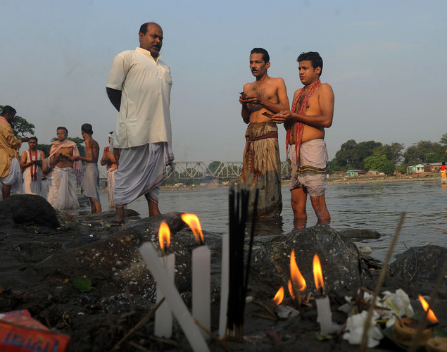 Indian Hindu devotees perfrom 'Tarpan', a ritual to pay obesience to one's forefathers, on the last day of 'Pitrupaksh' - days for offering prayers to ancestors - on the banks of the river Mahananda in Siliguri.