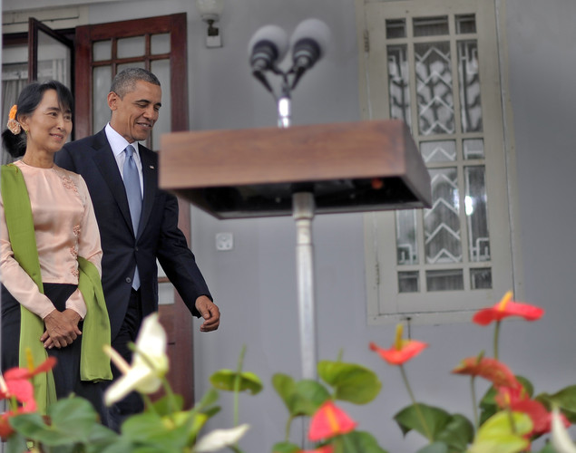 US President Barack Obama and Myanmar opposition leader Aung San Suu Kyi arrive to speak to the media following their meeting at Suki's residence in Yangon.
