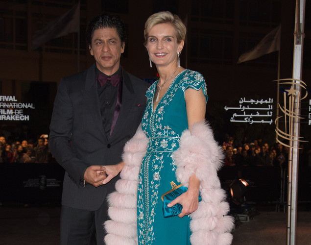 Indian actor Shahrukh Khan (L) and Director of Marrakech Film Festival Melita Toscan Du Plantier arrive for the tribute to Hindi cinema at the 12th Marrakech International Film Festival.