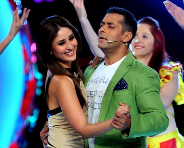 Kareena Kapoor (L) performs a song with Salman Khan on the set of a television show during the promotion of their Hindi film 'Dabbang 2' in Lonavala some 50kms south-east of Mumbai late November 30, 2012.