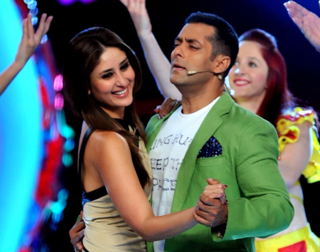 Bollywood actress Kareena Kapoor (L) performs a song with actor Salman Khan on the set of a television show during the promotion of their forthcoming Hindi film 'Dabbang 2' in Lonavala.