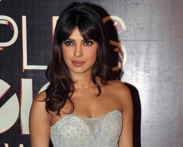 Indian Bollywood actress Priyanka Chopra poses as she attends the People's Choice Awards ceremony in Mumbai late October 27, 2012.