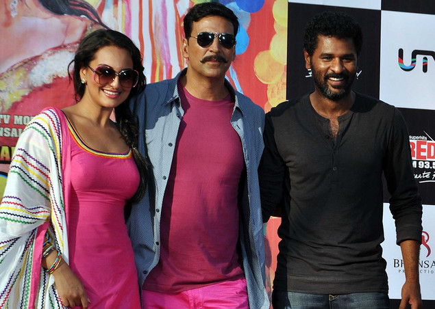 Akshay Kumar (C) and Sonakshi Sinha (L) pose for a photo with director Prabhu Deva  during a promotion of the film Rowdy Rathore