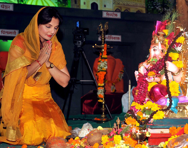 Indian Bollywood film actress Deepshikha offers prayers to an idol of the elephant-headed Hindi God Lord Ganesh during the annual Hindu Ganesh Festival in Mumbai.