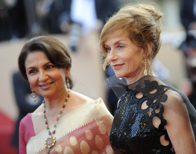 French actress and president of the jury Isabelle Huppert and Indian actress Sharmila Tagore (L) arrive for the screening of the movie 'Vengeance' in competition at the 62nd Cannes Film Festival on May 17, 2009.