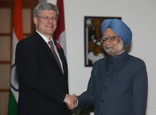 Canadian Prime Minister Stephen Harper (L) shakes hands with his Indian counterpart Manmohan Singh before a meeting in New Delhi on November 6, 2012.