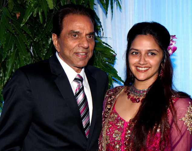 Bollywood film actors Dharmendra (L) and daughter Ahana Deo pose during the wedding reception of Dharmendra's daughter Esha Deol and husband Bharat Takhtani in Mumbai.