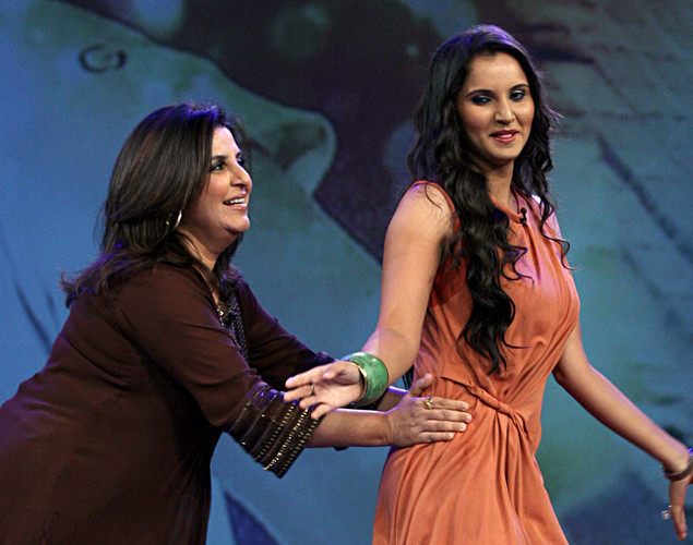 "Indian tennis player Sania Mirza (R) interacts with choreographer Farah Khan on the set of NDTV's television show ""Issi Ka Naam Zindagi""."