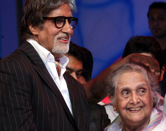 Amitabh Bachchan (L) and Sulochana attend the 143rd Dadasaheb  Phalke Academy Awards 2012 ceremony, celebrating Indian Cinema  in Mumbai.