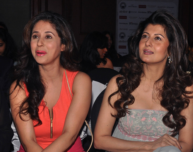 Urmila Matondkar (L) and Sangeeta Bijlani pose as they attend a 'Cotton Council International Celebrates Cottonscape' fashion show in Mumbai.